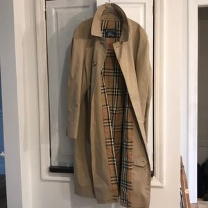Burberry Classic Trench Coat 46R